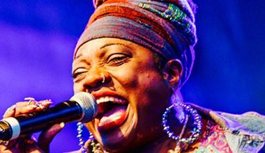 Singer Thornetta Davis in action